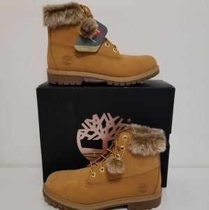 Timberland Boots 6 inch with fur collar